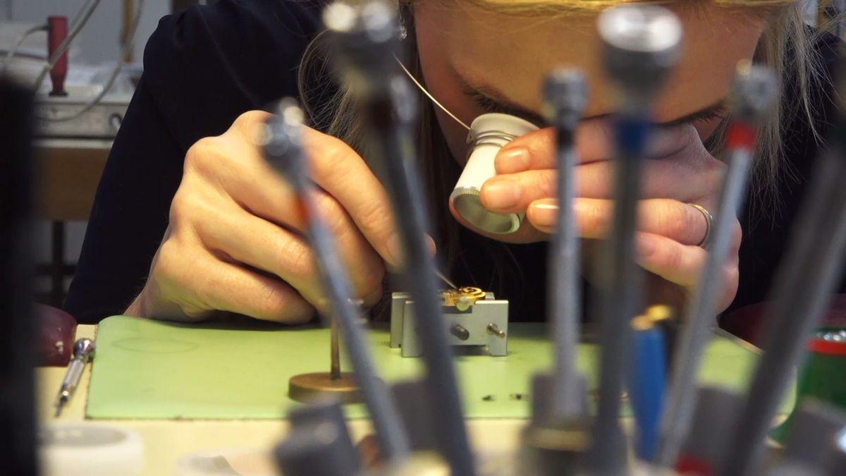 Nejznámější české hodinky slaví 70let. Zkusili jsme je vyrobit