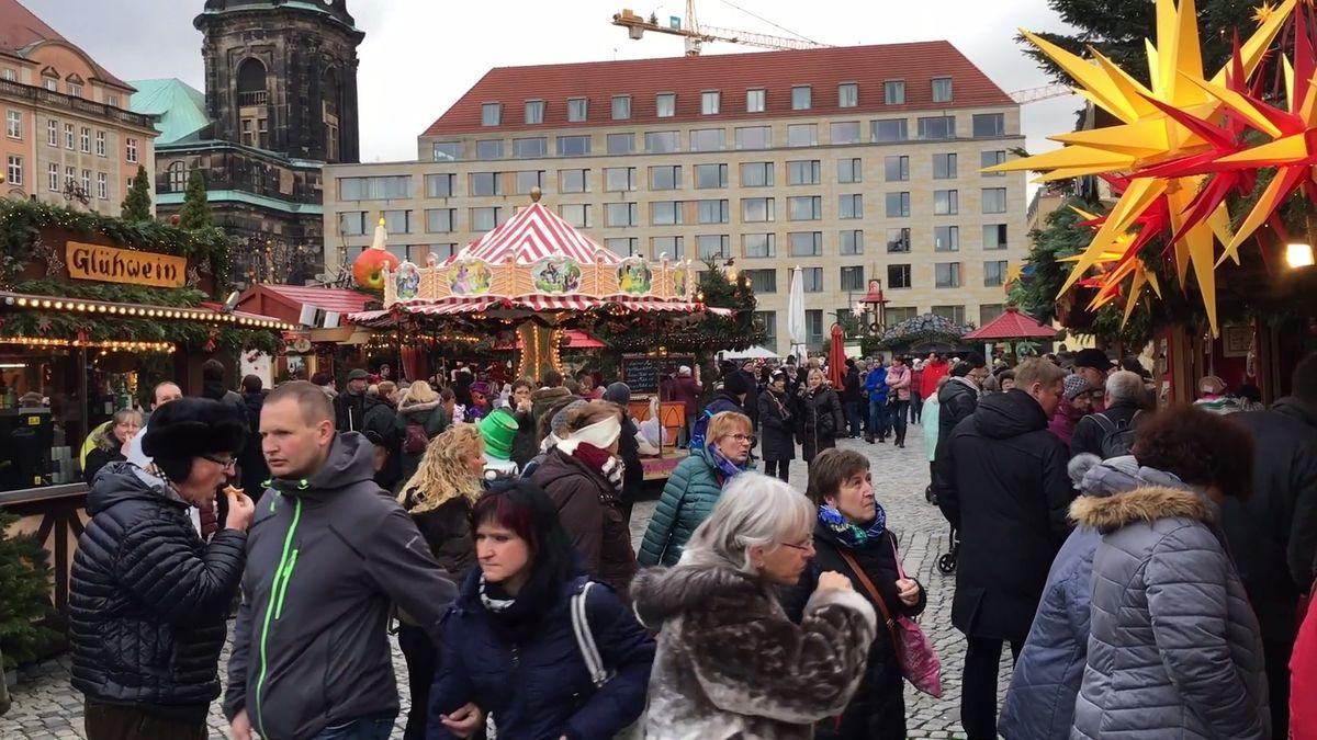 Nejstarší vánoční trh vNěmecku okupují letos Češi. Centrum Drážďan střeží policie a zátarasy