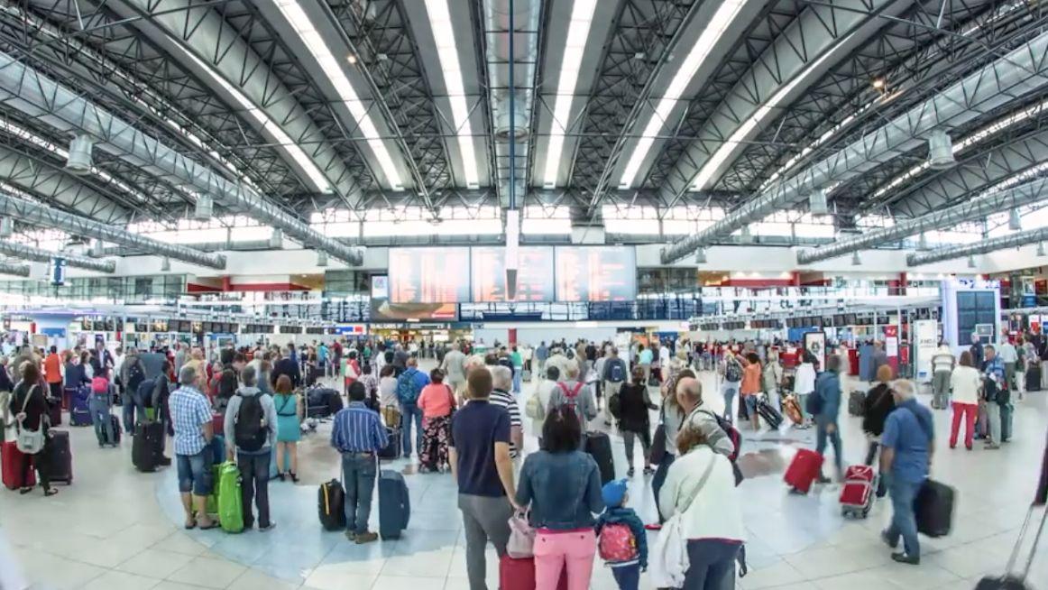 Letiště Praha loni navýšilo tržby. Cestujících přibylo téměř až odesetinu