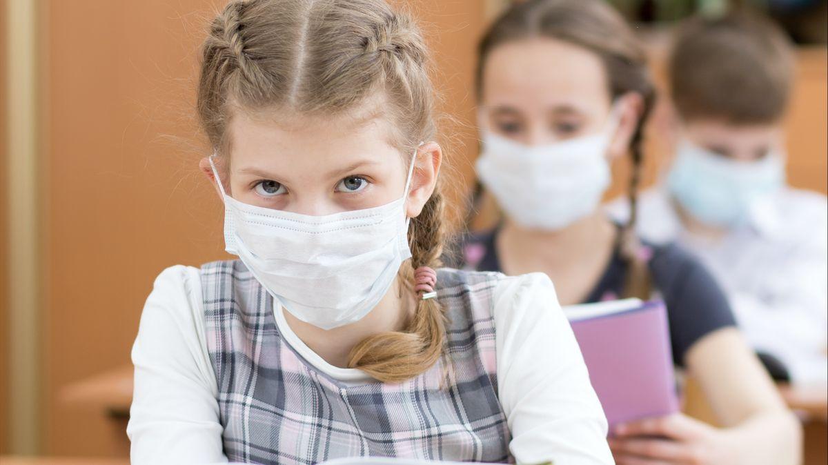 Čekárny praskají ve švech. Rodiče se bojí covidu, říká šéfka pediatrů