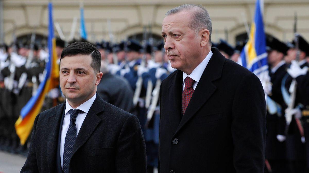 Erdogan navštívil Ukrajinu. Odsoudil anexi Krymu a střety vSýrii
