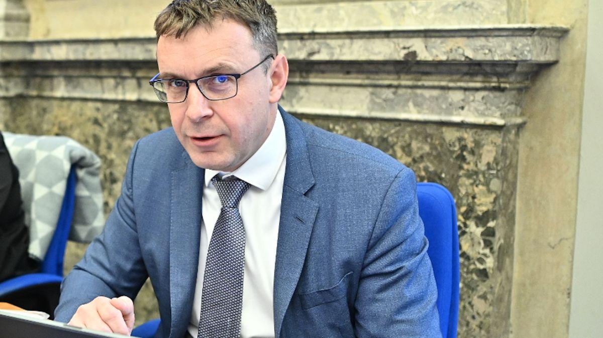 Kremlík odchází zMinisterstva dopravy, výpovědní lhůtu mít nebude