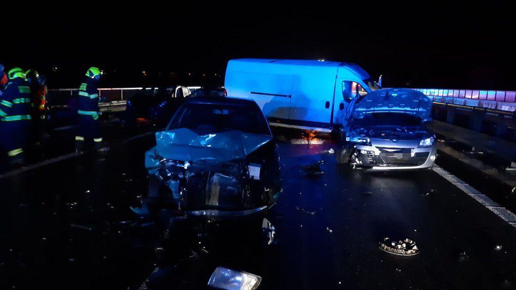 Hromadná nehoda 27aut uzavřela dálnici D10. Zranilo se 8lidí