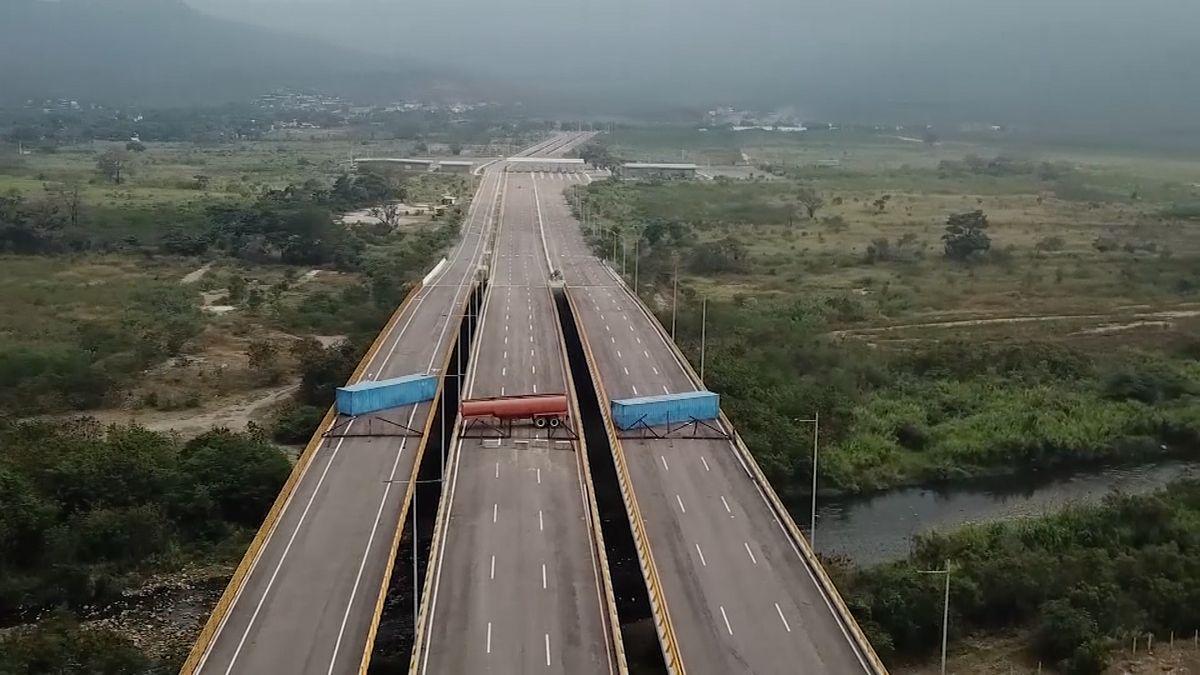 Venezuelská armáda zablokovala hraniční most. Odmítá vpustit humanitární pomoc