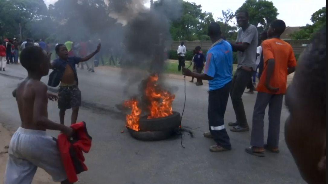 V Zimbabwe se konají protesty kvůli zdražení pohonných hmot