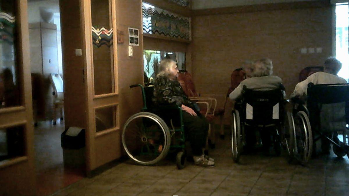 Týrání vdomovech pro seniory? Inspekce dorazí jednou za 17let