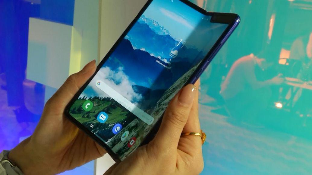 Nový ohebný smartphone od Samsungu je zřejmě závadový. Zkušební vzorky selhaly po dni až dvou