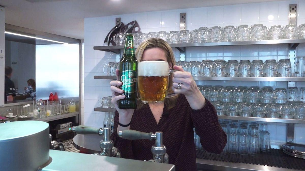 Každý Čech loni vprůměru vypil 141litrů piva, ošest velkých kousků více