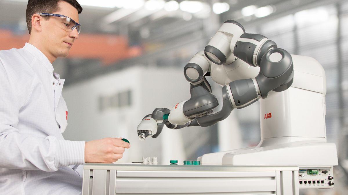 """Byznys: """"Role člověka se změní, zvýroby ale nezmizí,"""" říká šéf firmy, která dodává do továren roboty"""