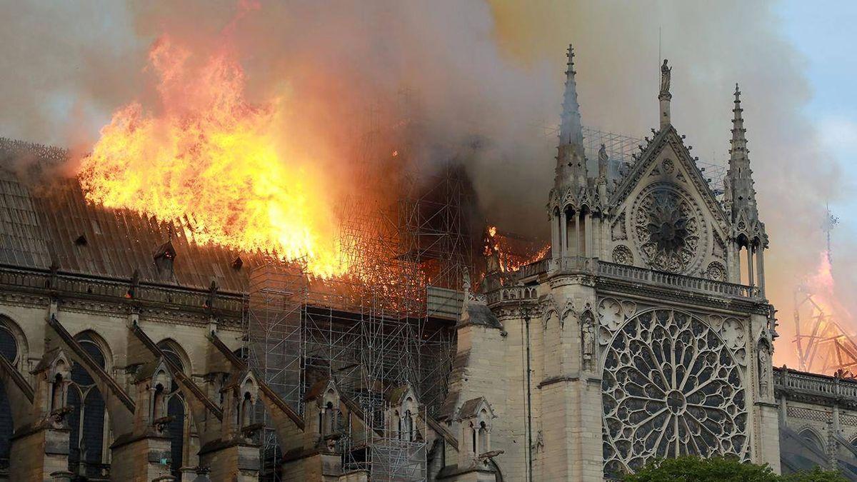 Při požáru Notre-Dame se roztavilo 300tun olova. Lékaři doporučují vyšetření dětem a těhotným