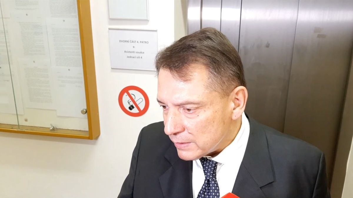 Paroubek: Dal jsem trestní oznámení na manželku a dvě stížnosti na konferenciéra Soukupa