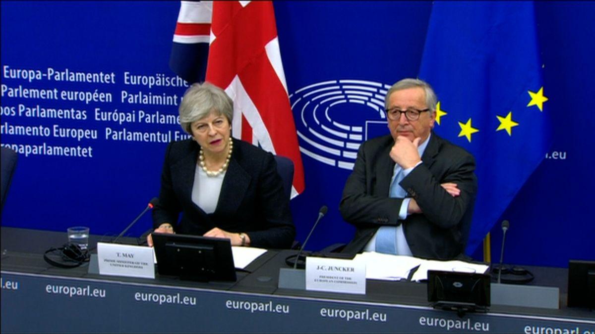 Mayová se snaží dotlačit parlament ke schválení brexitové dohody nově vyjednanými dodatky