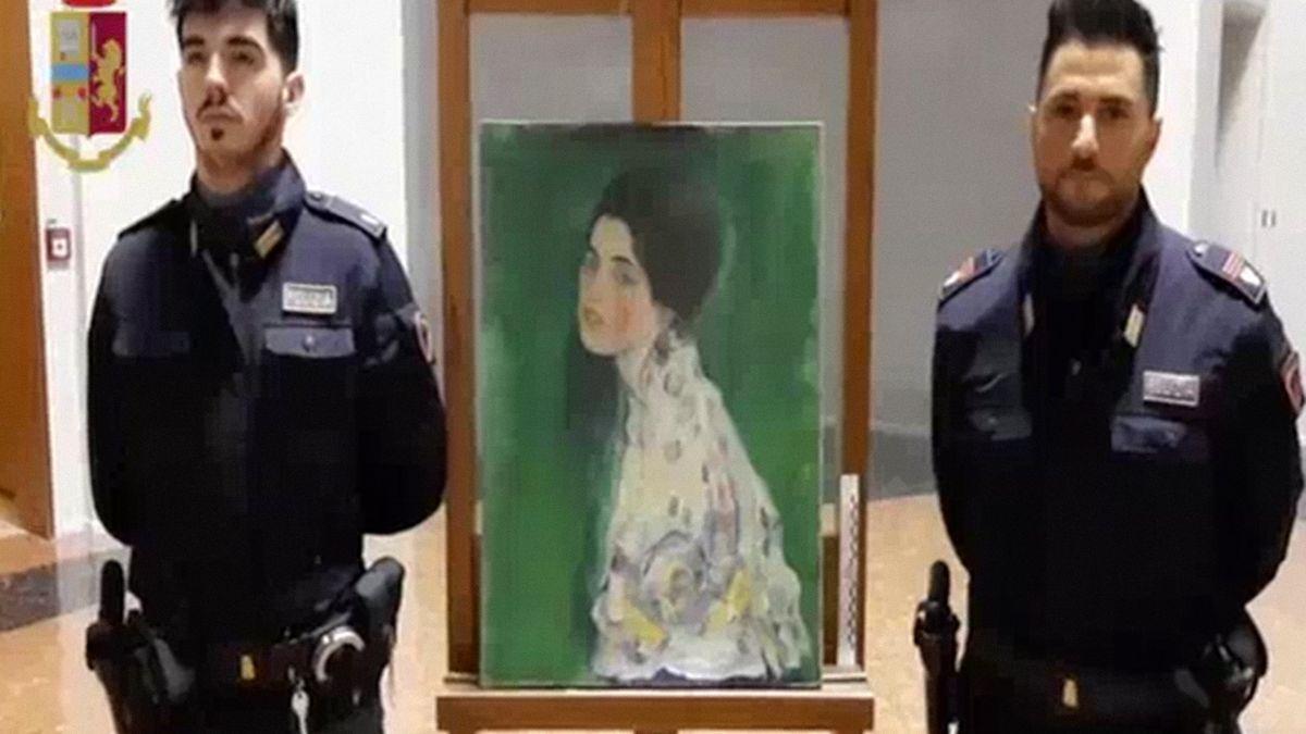 Obraz za miliony na dvacet let schoval břečťan. Teď experti potvrdili, že je to ukradený Klimt