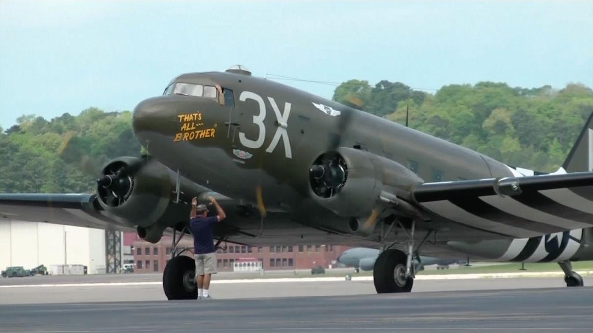 Svět se chystá na oslavy výročí Dne D. Americké letadlo C-47opět přeletí nad Normandií