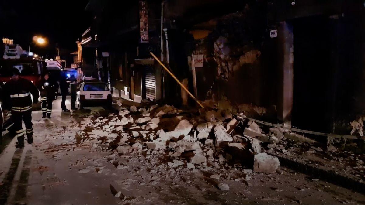 Zničené domy ikostel. Italští záchranáři zveřejnili záběry po zemětřesení na Sicílii