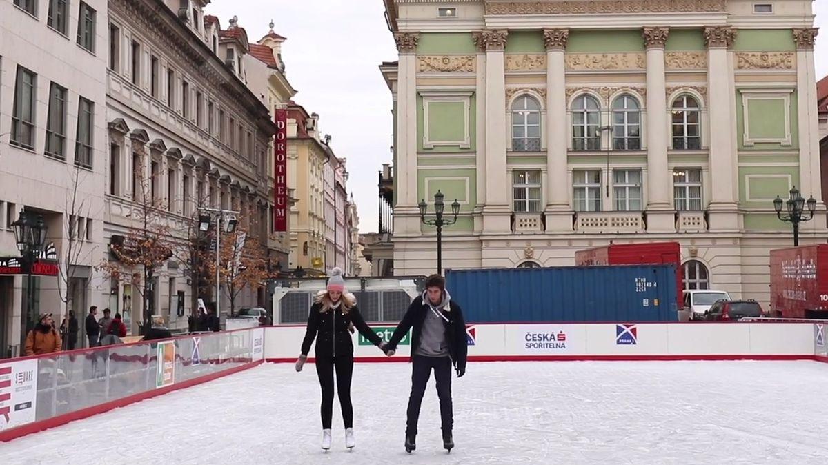 Honest Guide: Vůně svařáku, pivo a zábava. Zabruslit si můžete ivcentru Prahy