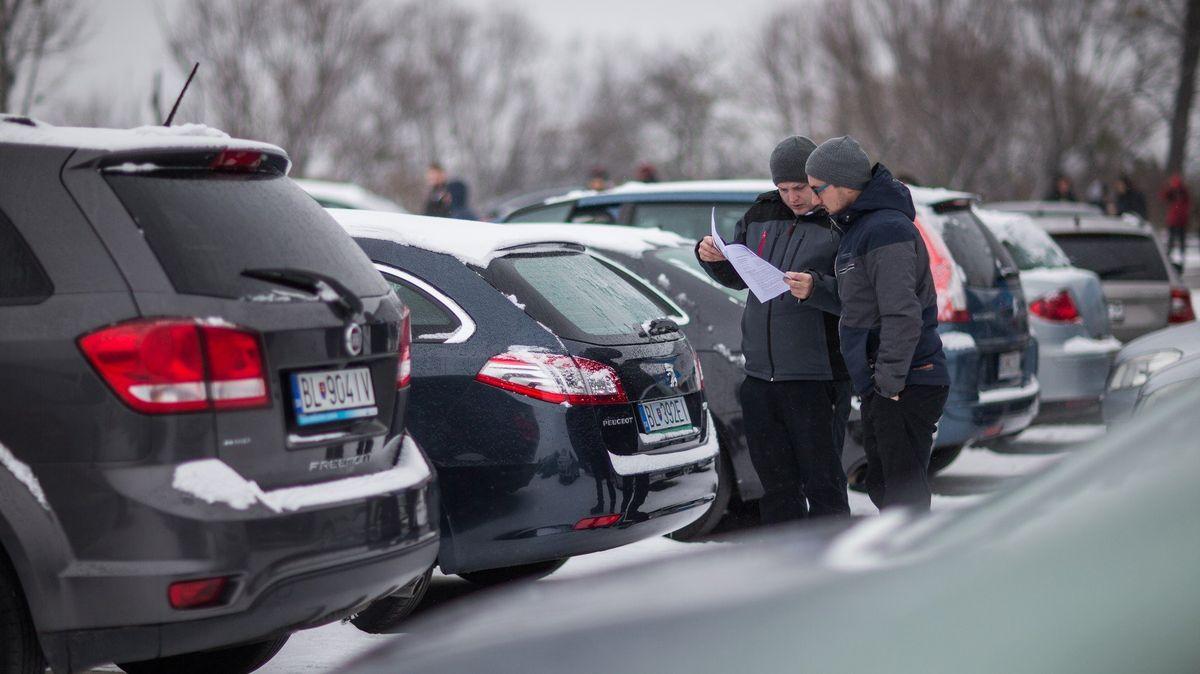 Prodej ojetých vozů vČesku loni stoupl odvě procenta na 765tisíc