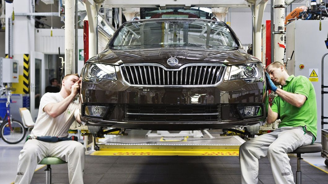 Výroba aut zatím roste, zpomalování ekonomiky se projeví později
