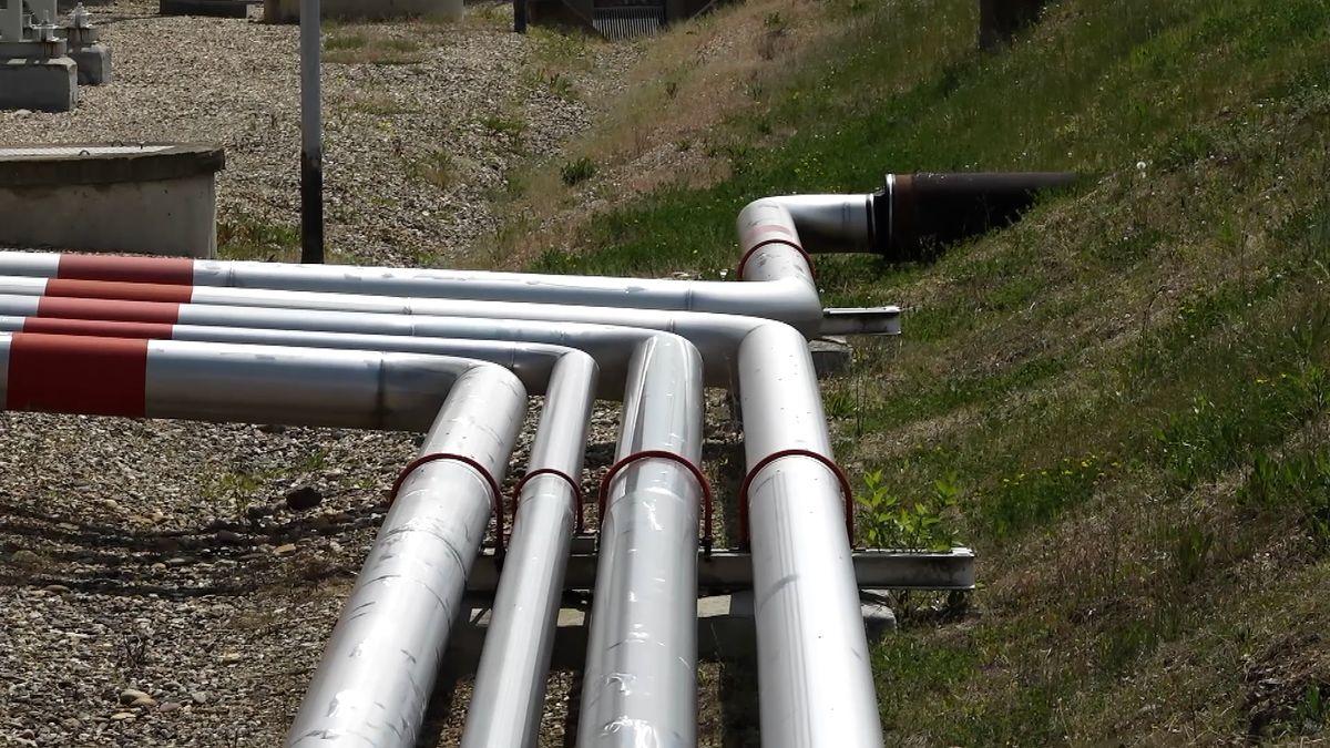 Ruská ropa opět proudí do Maďarska, Polsko ji chce také