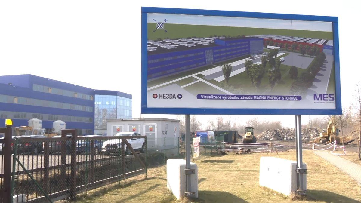 Byznys: Továrnu na unikátní české baterie rozjedeme koncem roku, říká Radomír Prus
