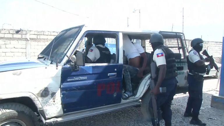 Útok na Haiti. Teritoriální válka gangů, nebo protivládní boj?