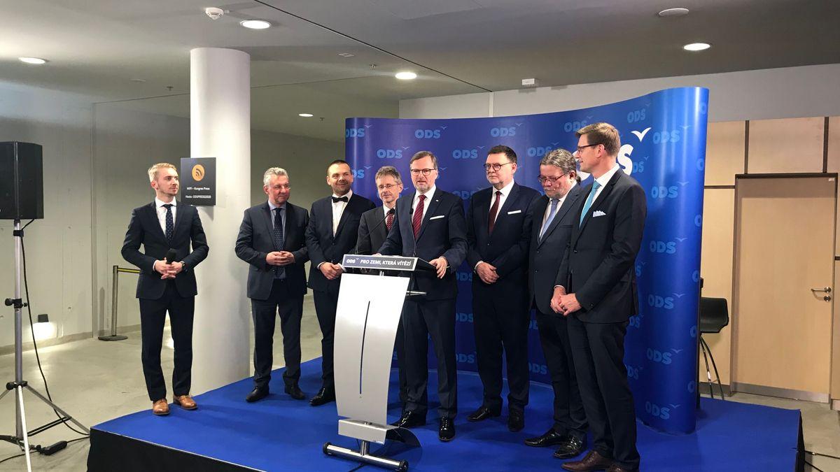 Fiala obhájil mandát předsedy ODS, Udženiju nahradil Stanjura