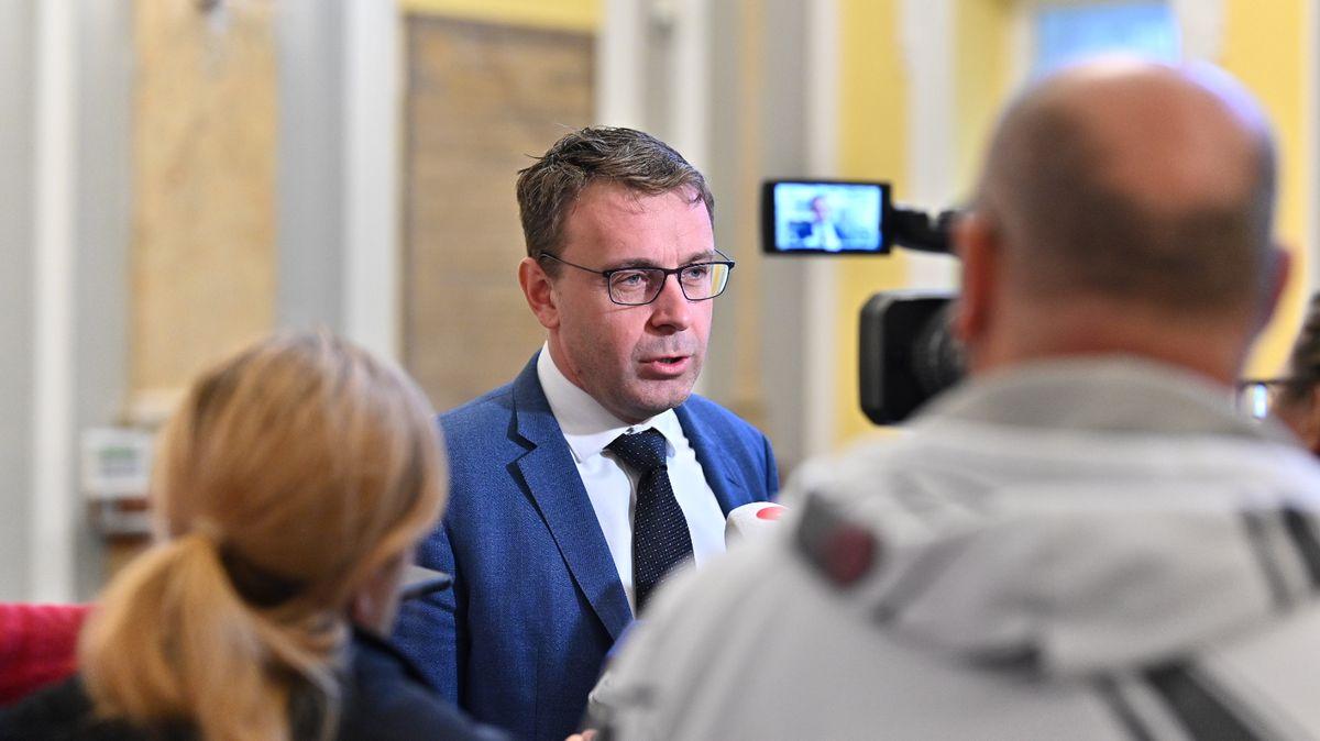 """Kamarádi lodivodi. Jak měl advokát zkauzy Kremlík """"obšancované"""" ministerstvo"""