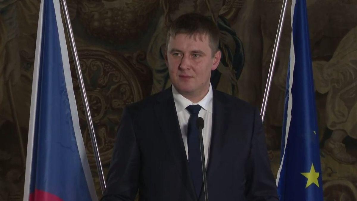 """Petříček má za poradce manažera čínské CEFC. """"Radí mi sprotokolem, ktajným informacím se nedostane,"""" tvrdí"""