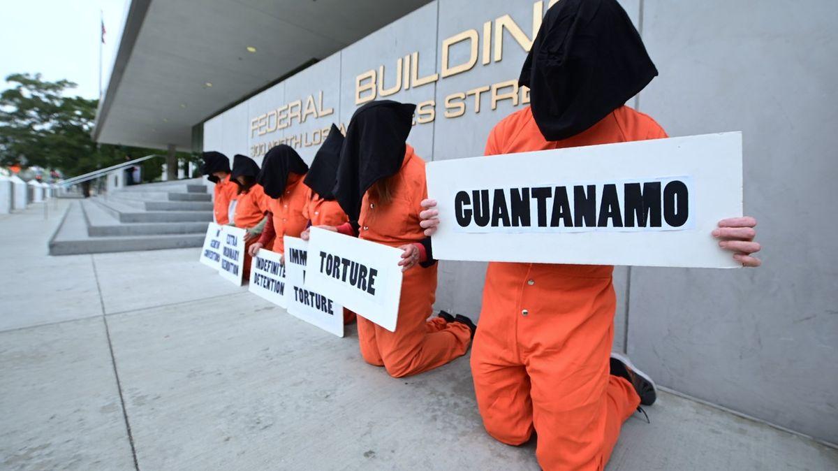 Učili americké vojáky mučit vězně. Denní plat: 40tisíc