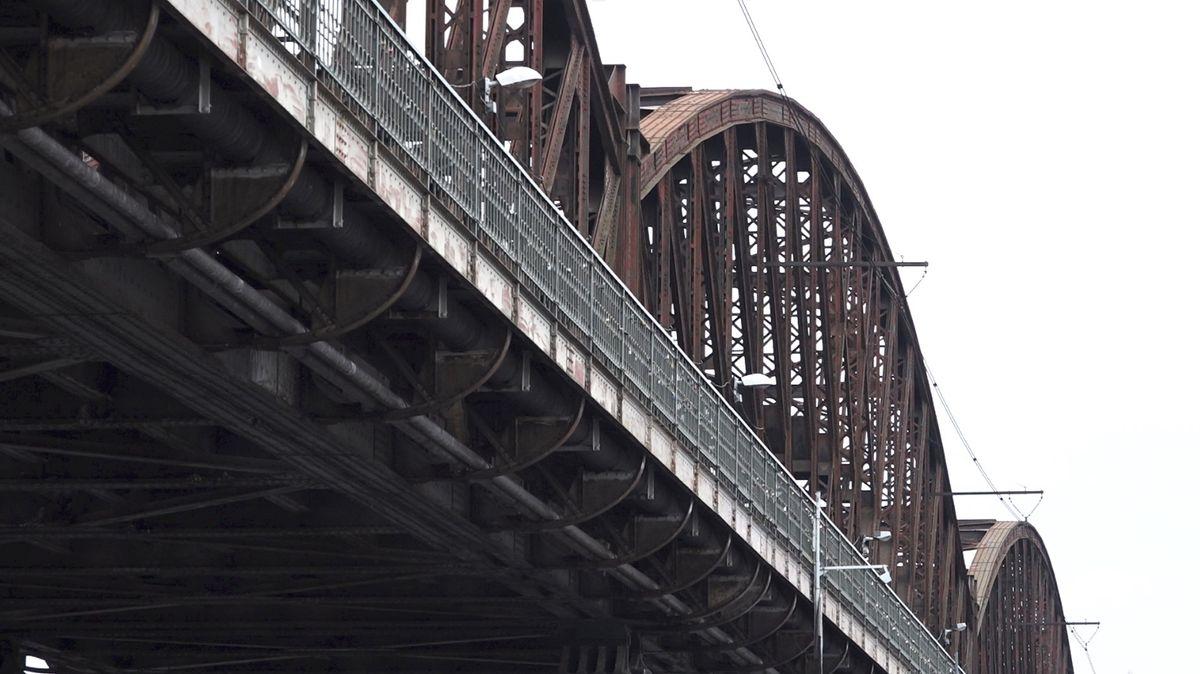 Správa železnic vbřeznu vypíše soutěž na železniční most vPraze