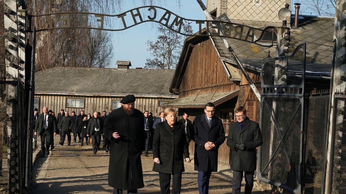 Merkelová poprvé vOsvětimi: Stydím se za barbarské zločiny Němců
