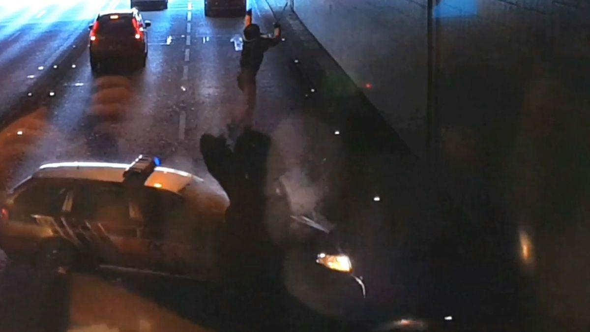 Autem zastavil ujíždějícího motorkáře, ale porušil zákon, tvrdí žaloba. Policista musí znovu ksoudu