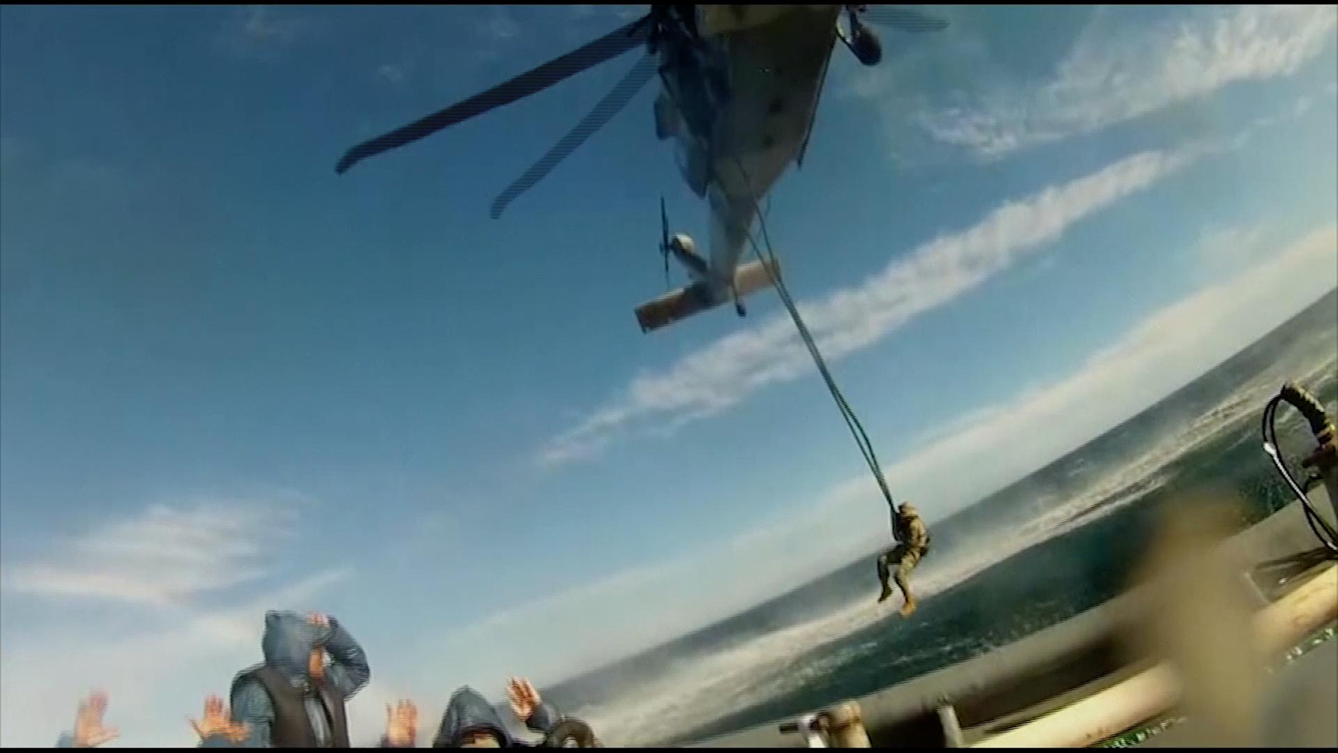 Černý jestřáb, vrtulník mexického námořnictva, zadržel pašeráckou loď svíce než půl tunou kokainu