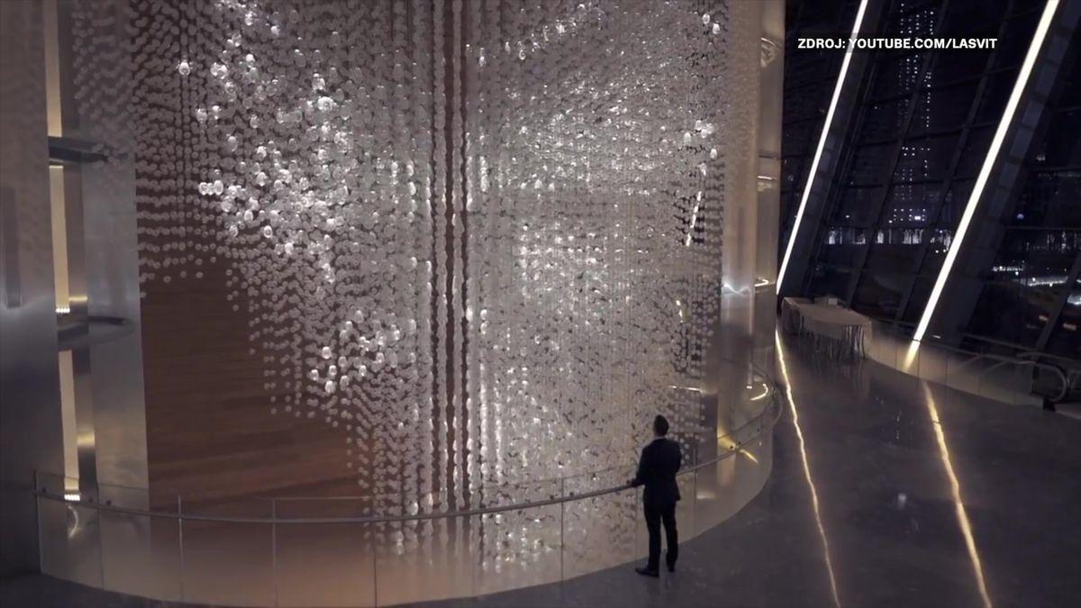 Česká firma dodala do opery vDubaji lustr za stovky tisíc dolarů