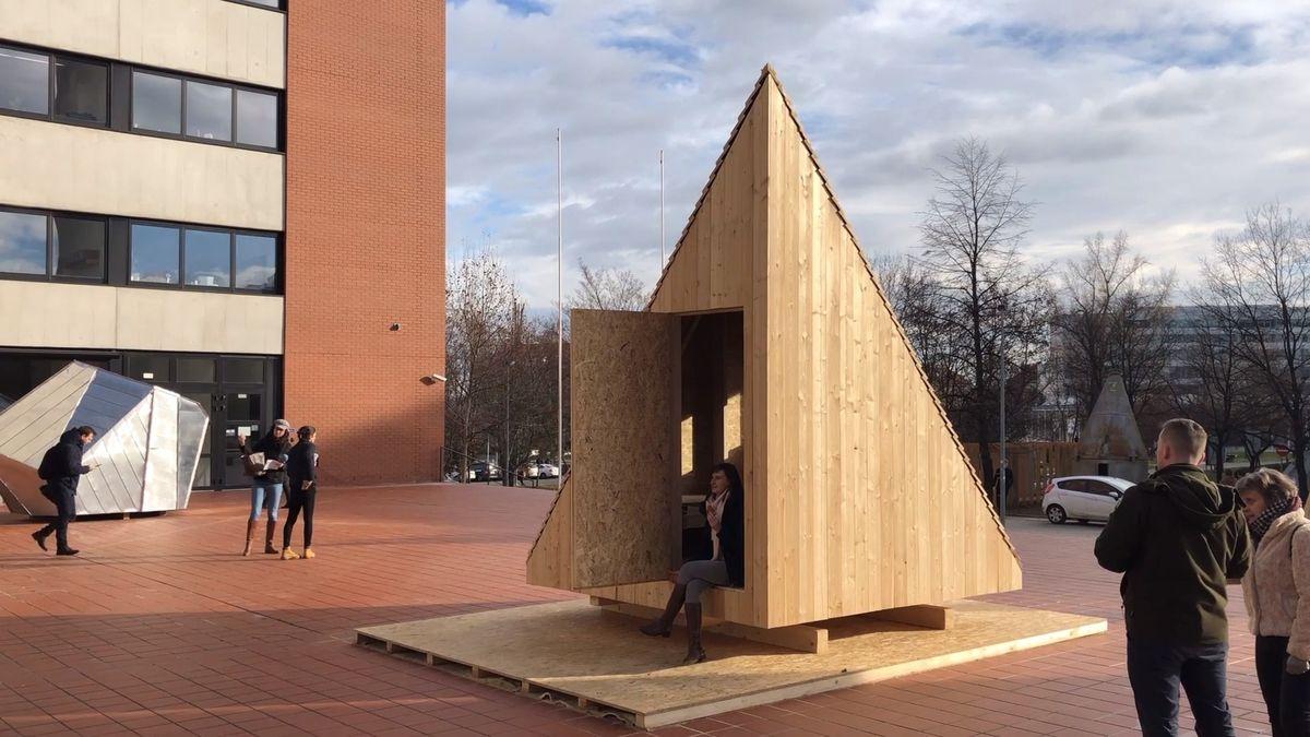 Vesmírný modul, silo, nebo posed. Šest uníkátních útulen vytvořili studenti pro Krkonošký park
