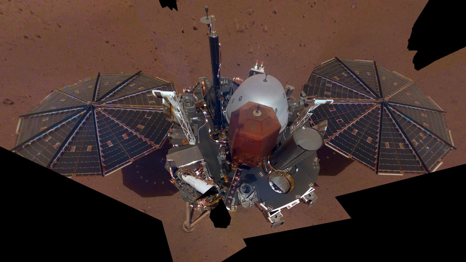 To jsem já na Marsu! Sonda InSight poslala svoje první selfie