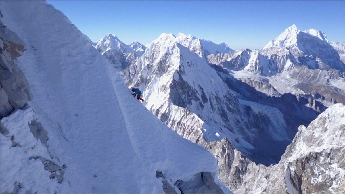 Mount Everest: nejvýše položená skládka na světě. Čističi odnesli už 3tuny odpadků