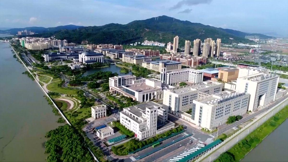 Hongkong trápí nedostatek bytů. Vláda chce postavit největší umělý ostrov na světě