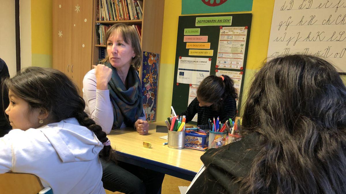 """Tři romské děti ve třídě jsou """"bod zlomu"""". Oceněná reportáž poodkryla bolest školství"""