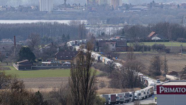 Kolona kamionů před přechodem vNáchodě dosáhla 24kilometrů