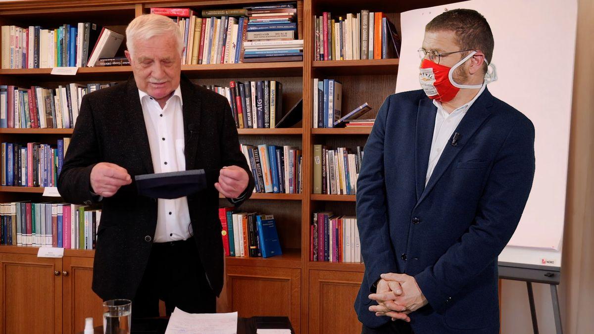 Šťastné pondělí: Vhlavní roli Václav Klaus. Proč nemusí mít roušku?