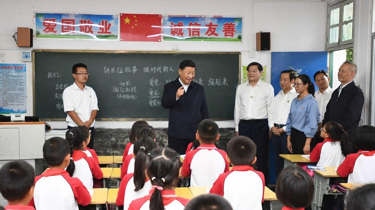 Si Ťin-pching bude prezident navždy. Jeho myšlení je ve školách povinné