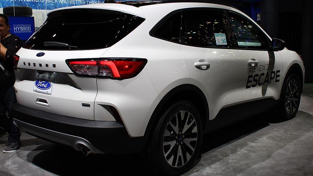 Nový hybrid Ford Escape nemusí být bezpečný. Výroba se orok odkládá