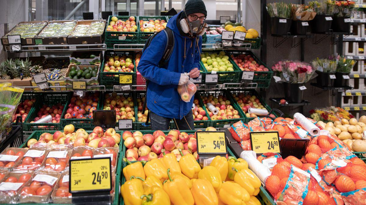 Dopady karantény Česka? Epidemiologové propočty mají, ekonomům smazala tabulky