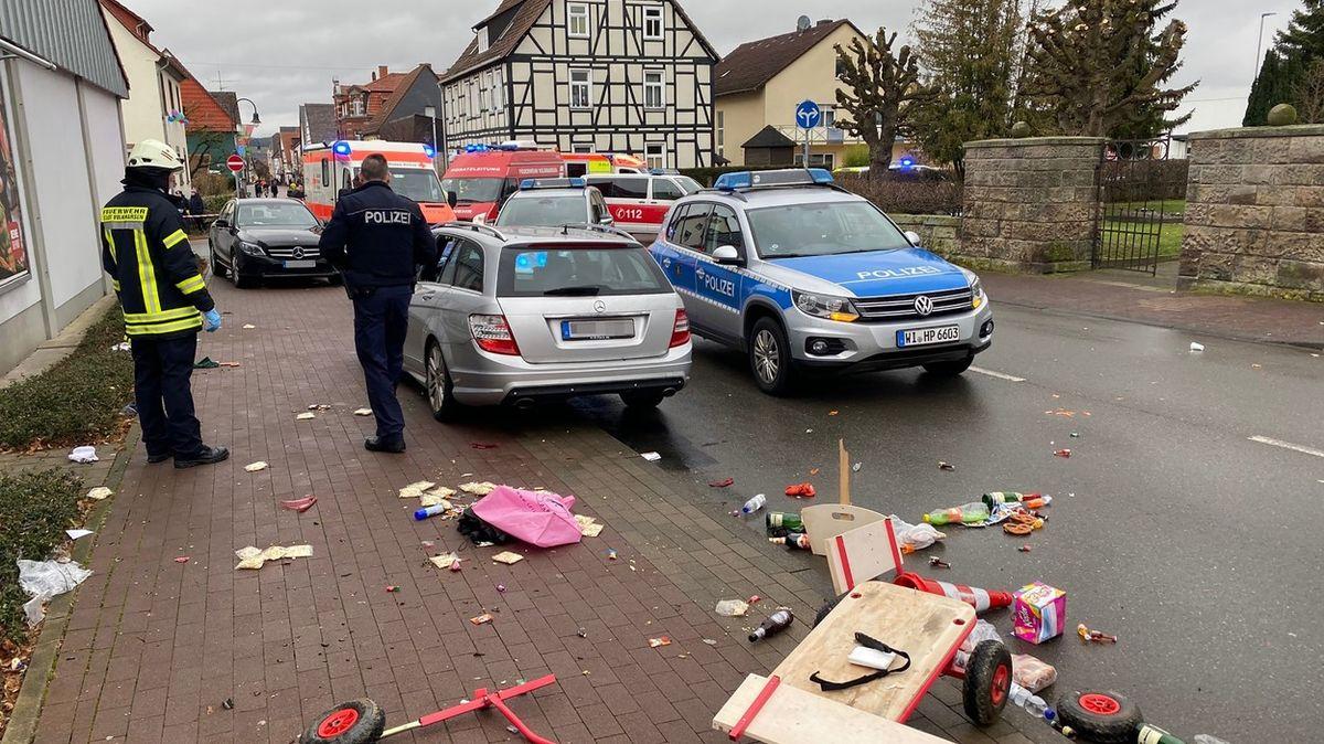 Řidič vjel do davu lidí vNěmecku úmyslně. Zraněných jsou desítky