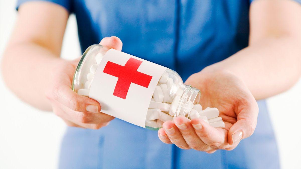 Francie: Protizánětlivé léky mohou zhoršovat průběh nemoci COVID-19
