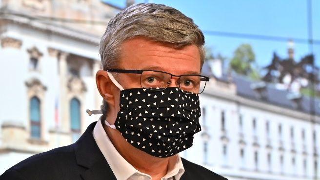Superministr vyměkl. Přestal tajit, kdo si sáhl na koronavirové peníze od státu