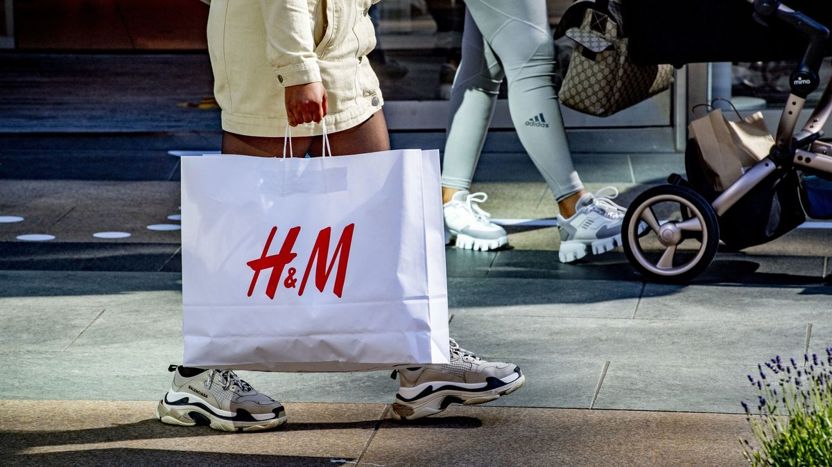 H&M zavře stovky poboček a zaplatí pokutu za špehování zaměstnanců