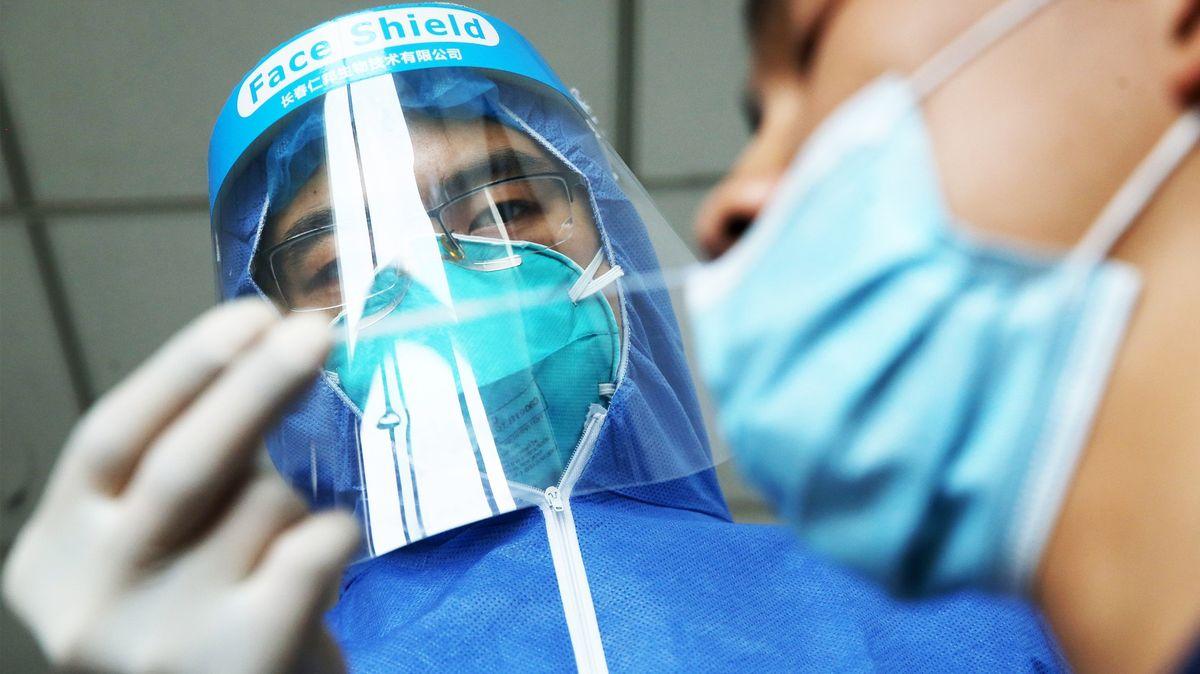 Čínská viroložka popírá, že by za pandemií stál únik zlaboratoře