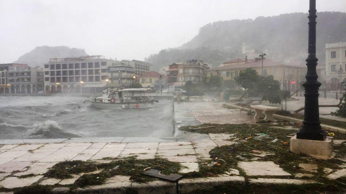 Déšť proměnil město vjezero. Středomořský hurikán má vŘecku už dvě oběti